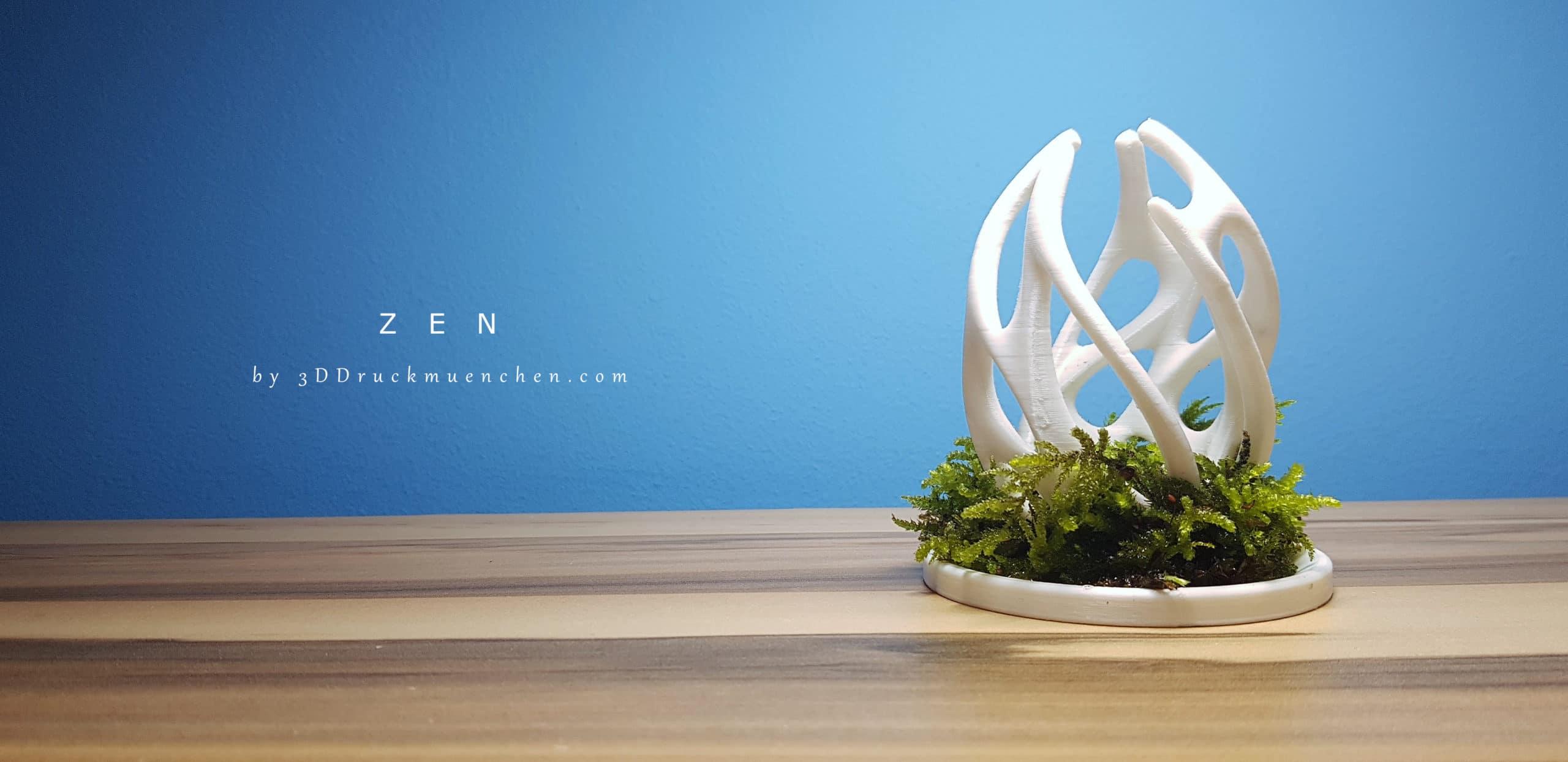 ZEN - organische 3D-Skulptur in Moos eingebettet.